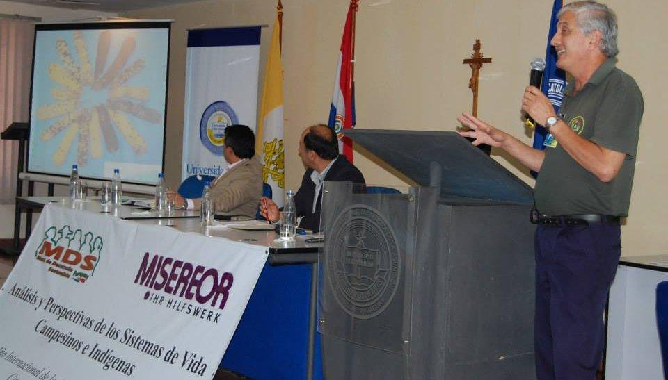 El ingeniero Pastor Arias dando sus explicaciones durante el evento.